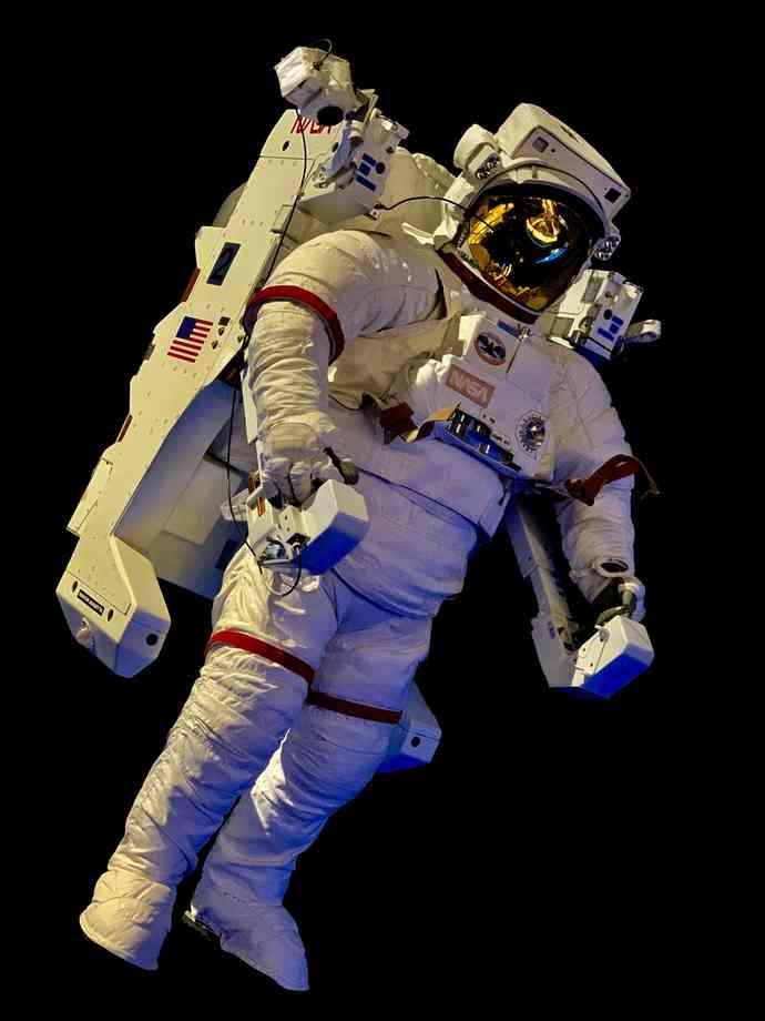 Conquista espacial astronauta fuera de la nave