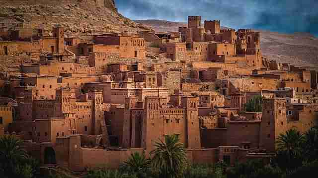 El árabe del futuro paisaje de ciudad árabe