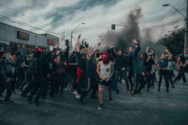 Distopía de la democracia La revolución en La zone du dehors