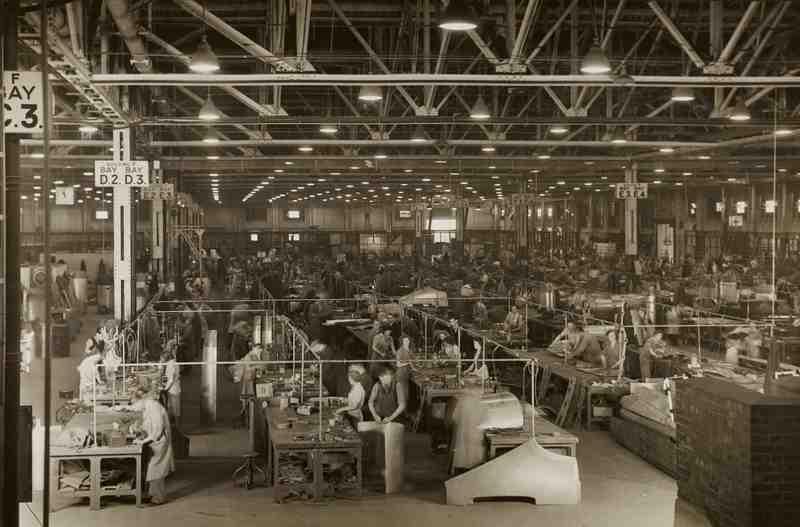 Economix Trabajadores de una antigua fábrica